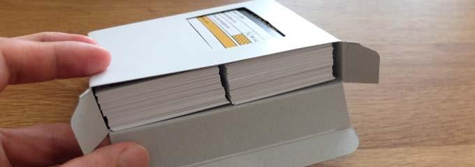 ビスタプリントの名刺は50枚ずつに分けられて箱に入っている